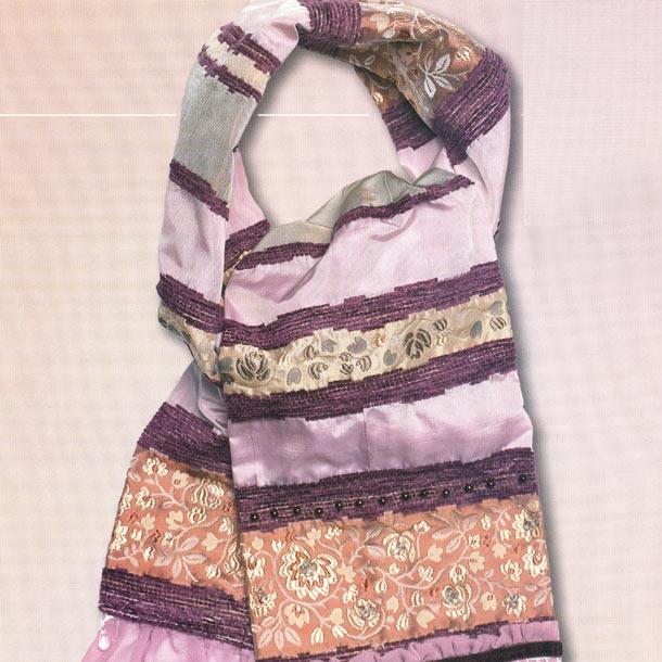 шарф с рюшами и бусинками